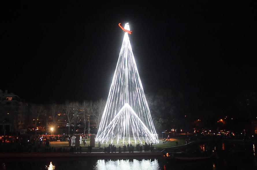 Resultado de imagem para maior árvore de natal Aveiro